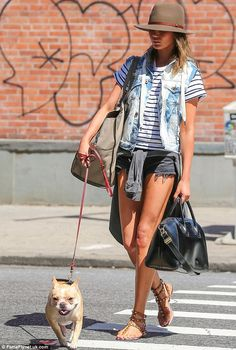 11 crush-worthy summer looks from Chrissy Teigen // Walking her dog in a striped tee, cut-offs and Valentino sandals Chrissy Teigen Photos, Chrissy Teigen Style, John Legend, Christine Teigen, Striped Tee, Summer Looks, Spring Summer Fashion, Sexy, Celebrity Style