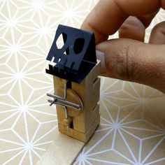 One Month of Small Machines - wolfCat workshop - An example of the Scotch Yoke made with paper clips Kinetic Toys, Kinetic Art, Wood Crafts, Diy And Crafts, Paper Crafts, Marble Machine, Sculpture Metal, Mechanical Art, Monogram Alphabet
