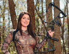 Hunting, Hog Hunting, Women hunting, camo Ever been hunte Bow Hunting Girl, Bow Hunting Women, Archery Girl, Archery Bows, Crossbow Hunting, Archery Hunting, Hunting Camo, Hot Country Girls, Fishing Girls