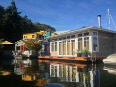Traditional House Boat!!! Bebe'!!! Looks like a nice weekend place!!!