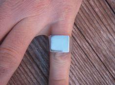 Ein einfacher Siegelring mit polierter Oberfläche.   Er wartet auf Dein Wunschmotiv.  Ob Jahrgangszahl oder Initialien, für einen Aufpreis graviere und präge ich per Hand auf Anfrage.  Für...