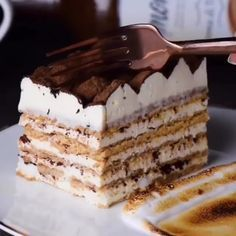 This tiramisu recipe is unlike any kind you've seen before. Learn how to make tiramisu with s'mores. This tiramisu cake recipe will be your fave dessert! Tiramisu Recipe, Tiramisu Cake, Yummy Treats, Delicious Desserts, Sweet Treats, Yummy Food, How To Make Tiramisu, Cake Recipes, Dessert Recipes