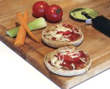Mini pizzas - Pizza has the potential to be a highly nutritious meal when prepared at home because you can control the fat, fibre and vegetable content. Your kids will love these fun little pizzas, especially if you get them to help make their own. Healthy Breakfast Recipes, Snack Recipes, Healthy Recipes, Healthy Meals, Toddler Meals, Toddler Recipes, Heart And Stroke Foundation, Mini Pizzas, Fussy Eaters