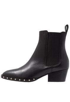 Chelsea Boots mit silbernen Kugeln   wishlist   Chelsea boots ... d934fa5139