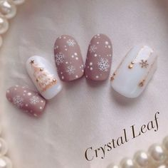 Who doesn't love properly manicured and well-groomed christmas nails. Ensuring you get as creative with your christmas nails as you are with your clothes is the industry of christmas nail art designs. Trendy Nails, Cute Nails, Hair And Nails, My Nails, Image Nails, Christmas Nail Art Designs, Christmas Art, Christmas Tree Nails, Christmas Holiday