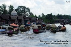 .Banjarmasin - ladies after floating marketLife capture at Banjarmasin, Indonesia....