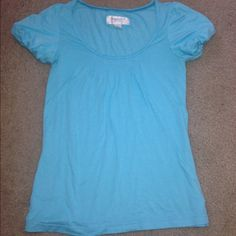 Loose fit top Looser fit top super cute perfect to dress up or dress down American Eagle Outfitters Tops Tees - Short Sleeve