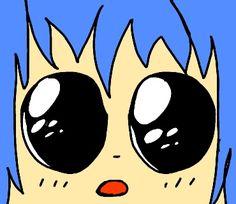 Törpe. Kék haj, aranyos szemek. Aránytalan. Abszolúte.