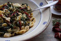 Ricette al Verde: Orecchiette alla Cicoria e Pomodori Secchi al Rosmarino