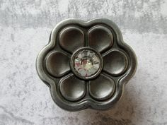Knobs Flower Dresser Knob Drawer Knobs Pulls Handles Crystal / Antique Silver Black Grey Kitchen Cabinet Knobs / Vintage Furniture Knob Hardware Material: zinc alloy and glass Color: antique silver black (dark grey) and clear  Measurements: Diameter: 1.4 Inches (35mm) When installed the knob sticks out 0.9 (22mm)  1 Screw included. M4. Length 1 (25mm)  Bronze: https://www.etsy.com/listing/177498141/knobs-flower-dresser-knob-drawer-knobs Please visit my shop for more knobs and pulls…
