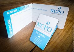 Naamkaartjes met speciale kapvorm met overal afgeronde hoeken, op maat gemaakt // Zowel design als drukwerk...  @www.twindesignbvba.be