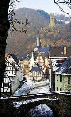 Monreal, Rhineland-Palatinate, Germany (by Quasebart on Flickr)