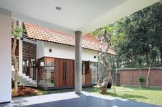 Collect this idea The lovely Distort House was designed by TWS & Partners with principal in charge Tonny W Suriadjaja and structural engineers Purwa, and is located south of Jakarta, Indonesia. Fund on Homedit, this home is an impressive display of taste and warmth. Why is it called Distort House? Here is a short concept …