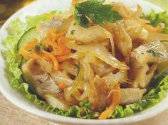 Salada de Bacalhau Portuguese Recipes, Portuguese Food, Cod Fish, Fish Dinner, Fries In The Oven, Pasta, Fish And Seafood, Curry, Brunch