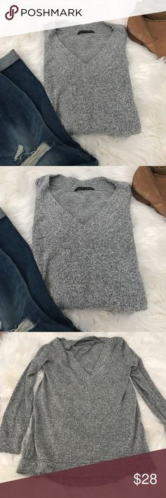 Harlowe & Graham Soft & Cozy V-Neck Sweater Top Harlowe & Graham Soft & Cozy V-Neck Sweater Top.  Barely worn, versatile and easy to wear.  Throw on with some leggings for a comfortable and easy style or dress up with some ankle booties and jeans. Harlowe & Graham Sweaters V-Necks