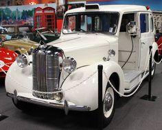 1949 Austin Taxicab Austin Cars, Austin Healey Sprite, Road Train, Pretty Cars, Vintage London, Vintage Trucks, Car Car, Car Pictures, Cool Cars