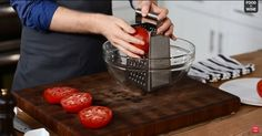 The greatest homemade pasta sauce is revealed with this recipe. He uses a cheese grater to shred his tomatoes into a sauce. Easy Tomato Sauce, Homemade Tomato Sauce, Homemade Pasta, My Recipes, Cooking Recipes, Favorite Recipes, Cooking Tips, Cooking Videos, Sauce Recipes