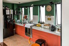 Cozinha colorida e moderna. Verde com laranja, o inusitado que combina!