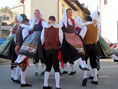 FolkCostume&Embroidery: Rhaetian costumes, part Friuli or Furlan Northern Italy Map, Croatian Islands, Local Festivals, Folk Clothing, Look Older, Folk Dance, Folk Costume, Soviet Union, Shades Of Green