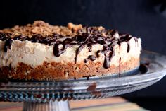 Barely Baked Butterfinger and Pretzel Cheesecake . the best ingredients all mixed together to form one perfect union Just Desserts, Delicious Desserts, Yummy Food, Cheesecake Recipes, Dessert Recipes, Raspberry Cheesecake, Bar Recipes, Cooking Recipes, Butter Finger Dessert