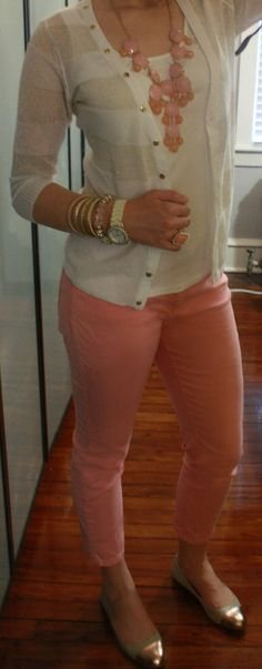 Striped cardigan, white top, coral skinny jeans and necklace Fashion Moda, Work Fashion, Womens Fashion, Curvy Fashion, Fall Fashion, Trendy Fashion, Coral Skinny Jeans, Skinny Pants, Peach Jeans