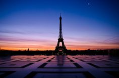 Paris - sunrise on the Eiffel tower Place du Trocadero   © Philippe LEJEANVRE..