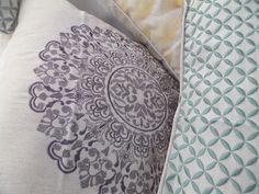 Decorative pillows in embroidered linen. Different sizes, colours and designs. Made in Portugal / Almofadas decorativas em linho bordado. Vários tamanhos, cores e designs. Feito em Portugal