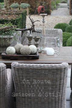lovely grey outdoor dining set :D Diy Garden Furniture, Wicker Furniture, Outdoor Furniture Sets, Wicker Chairs, Coaster Furniture, Outdoor Rooms, Outdoor Dining, Outdoor Gardens, Outdoor Decor