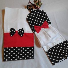 Felt Crafts Diy, Sewing Crafts, Sewing Projects, Towel Dress, Minnie, Christmas Stockings, Apron, Lily, Kids Rugs