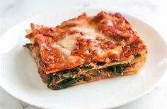 Healthier and easy spinach lasagna recipe with fresh spinach, flavorful mushrooms, light tomato sauce, and cheeses. A delicious meatless lasagna. Healthy Spinach Lasagna Recipe, Fresh Spinach Recipes, Cook Fresh Spinach, Healthy Recipes, Meatless Lasagna, Vegetarian Recipes, Lasagna Recipes, Frozen Spinach, Skinny Recipes