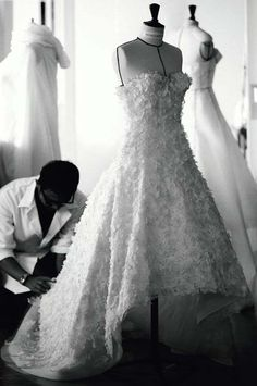 The Miss Dior haute couture dress is born of an extraordinary savoir-faire.3