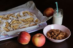La torta di mele è il dolce autunnale per eccellenza, è amata da tutti ed è adatta per tutte le occasioni. Questa versione è deliziosa e pure vegan!