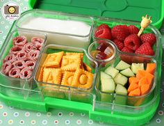 Bento Lunch Boxes--how to make your kid's lunch box healthy, appealing, and make your kid crave that healthy food! Much better than sticky slimy ziplock bags! Plus it's reusable. Lunch Snacks, Healthy Snacks, Healthy Recipes, Bento Lunchbox, Box Lunches, School Lunches, Lunch Boxes, Healthy Kids, Vegetarian Recipes