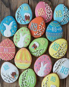 Классические #пасхальныепряники Осталось немного свободных пряничков, друзья, пишите лс вконтакте, буду показывать 100р.\шт. #пряники #пряники #пряникиназаказкалуга #пасха #верба #яйца #пасхальныеяйца #хв #крашеныеяйца No Egg Cookies, Iced Cookies, Easter Cookies, Christmas Cookies, Sugar Cookies, Easter Breaks, One Smart Cookie, Cookie Frosting, Easter Holidays