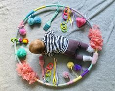 DIY Sensory Hula Hoop for sensory pls and belly time baby blanket baby clothes baby girl baby headbands baby projects baby room baby stuff baby toys Baby Sensory Play, Baby Play, Diy Sensory Toys For Babies, Montessori Baby, Montessori Bedroom, Toddler Learning Activities, Infant Activities, 7 Month Old Baby Activities, Learning Games
