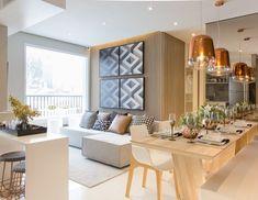 Espaços integrados e cozinha aberta com bancada de apoio separando os ambientes! #chrissilveiraarquiteta #arquitetosassociados #interiors #interiores #interiordecor #interiorstyle #interiordesign #interiordesigner #design #designer #designdeinteriores #designerdeinteriores #decor #decora #decoracao #decoration #decoracion #home #homedecor #homedesign #living #livingroom #livingroomdecor #livingroomdesign #instadesign #instadecor #ambientesintegrados