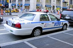 Old Police Cars, Ford Police, Ford Explorer Hybrid, Blue Line Police, Victoria Police, New York Police, Air New Zealand, Cars Usa, Police Vehicles