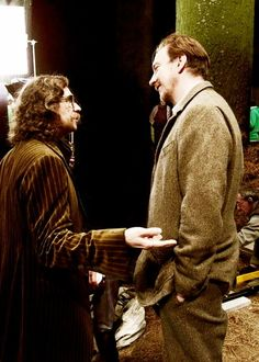 Two of the best characters of HP: Sirius Black (Gary Oldman) and Remus Lupin (David Thewlis). Images Harry Potter, Harry Potter Funny Pictures, Harry Potter Marauders, Harry Potter Cast, Harry Potter Universal, Harry Potter Fandom, Harry Potter World, The Marauders, Albus Dumbledore