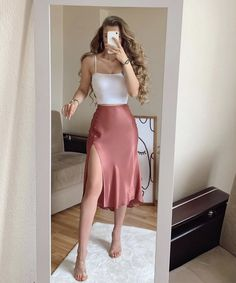 "كِسرة on Twitter: ""… "" Mode Outfits, Girly Outfits, Cute Casual Outfits, Skirt Outfits, Pretty Outfits, Stylish Outfits, Pink Top Outfit, Elegant Summer Outfits, Elegantes Outfit Frau"