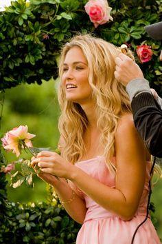 beautiful hair for a beach wedding #wedding  www.BlueRainbowDesign.com