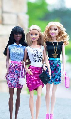 This trio has been exploring the streets of Rome and are ready for a night on the town.  Dinner, dancing, making friends and showcasing their statement style is what being a Barbie Fashionista is all about. [ad]
