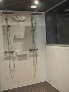 Double shower wetroom for bathing together and fucking Double Shower, Master Shower, Decor Interior Design, Bathing, Kitchens, Vanity, Homes, Bathroom, Decoration
