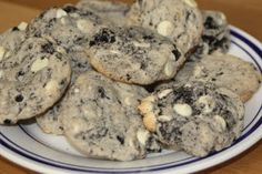 Not exactly Cupcakes but working on a cookie exchange and they told me no cupcakes! They are cookies and cream cookies! Köstliche Desserts, Delicious Desserts, Dessert Recipes, Yummy Food, Dessert Healthy, Cookie Exchange, Tea Cakes, Yummy Treats, Sweet Treats