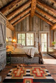 I like this sunny cabin bedroom. For rustic cabin decor for your cabin retreat, you will find a wonderful variety at Lights in the Northern Sky. Cabin Homes, Log Homes, Tiny Homes, Style At Home, Sweet Home, Cabin In The Woods, Cabins And Cottages, Log Cabins, Mountain Cabins