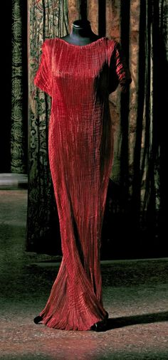 Fortuny red gown owned by Marquesa Luisa Casati  | The House of Beccaria#