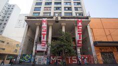 Fachada do antigo Cine Marrocos, invadido por integrantes do Movimento sem-teto de São Paulo, MSTS