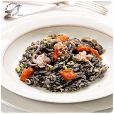 Black risotto with squid Risotto, Calamari Recipes, Seafood, Beef, Ethnic Recipes, Black, Pasta Recipes, Rice, Salads
