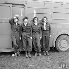 The Forgotten Doughnut Heroines of Wartime - The Forgotten Doughnut Heroines of Womens History / Vintage Photography - Ww2 Women, Military Women, Women's Army Corps, Outfits Mujer, American Red Cross, Women In History, Army History, 1940s Fashion, Working Woman
