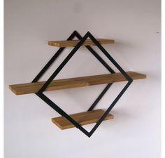 Oryginalna półka w kształcie rombu. Produkt wyróżnia się solidną formą i ciekawym designem. Dzięki połączeniu stali z drewnem wyrób zda egzamin zarówno w skandynawskich, jak i w loftowych...