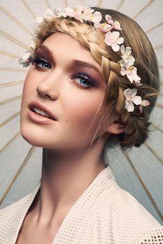 un maquillage mariée bohème chic naturel et poudré, effet oeil charbonneux réalisé avec du fard violet